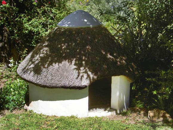 Thatched Cottage - CREATIVE DESIGNER DOG & PUPPY HOUSES, KENNELS