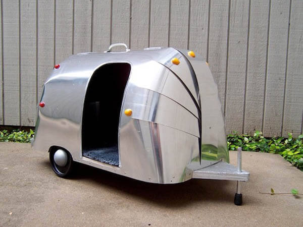 Airstream Doghouse - BEST OUTDOOR DOG & PUPPY HOUSES, KENNELS, CAGES, CRATES, IGLOOS, HOMEMADE AND DIY DOGHOUSES