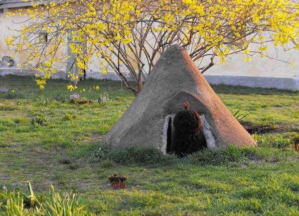HOBBIT MOUND CREATIVE DESIGNER DOG & PUPPY HOUSES, KENNELS