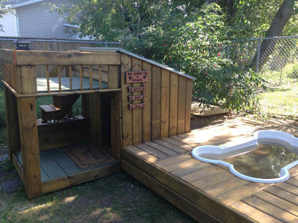 Wooden Outdoor Doghouse - BEST OUTDOOR DOG & PUPPY HOUSES, KENNELS, CAGES, CRATES, IGLOOS, HOMEMADE AND DIY DOGHOUSES